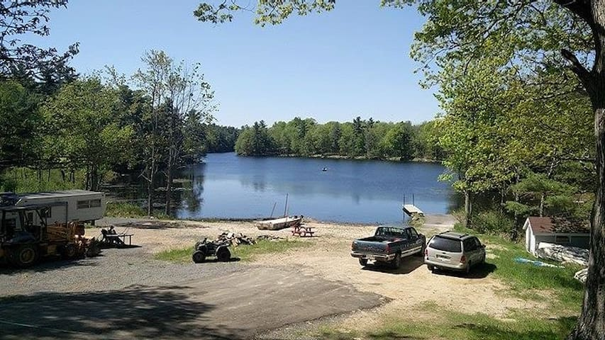 Cozy Waterfront Cabin on Private Lake - Elgin - Cabaña