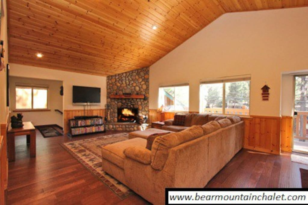 Great open area close to ski slopes, lake, dining, and shopping