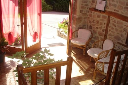 B&B in South Burgundy - green room - Bed & Breakfast