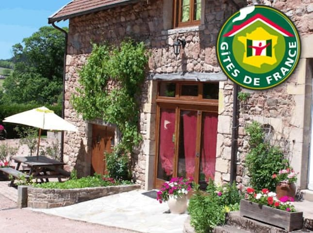 B&B in South Burgundy - green room - Châtenay - Bed & Breakfast