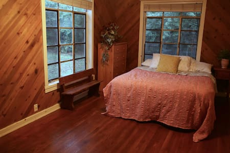 Private Room w/ Private Entrance Close to Downtown - Austin