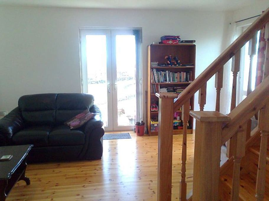 Comfortable sitting room and lounge area, stairs to upstairs bedrooms. lots of books, (website hidden) and DVD.