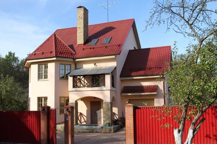 Дом у Церкви