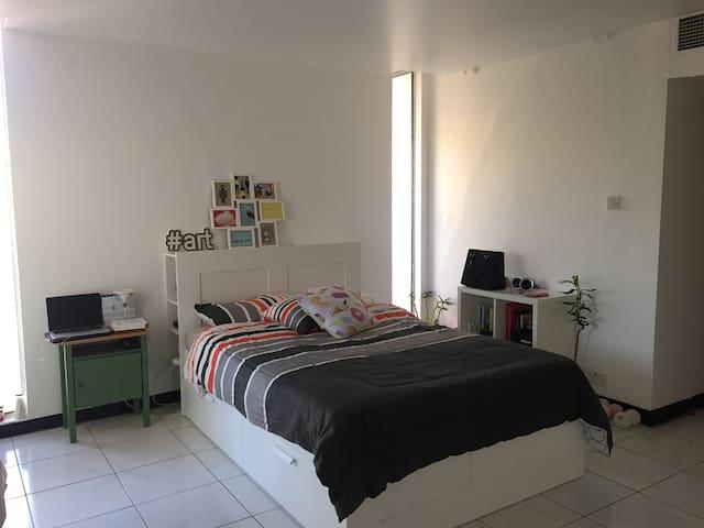 Large room in a cozy Jumeirah Villa - Dubai - House