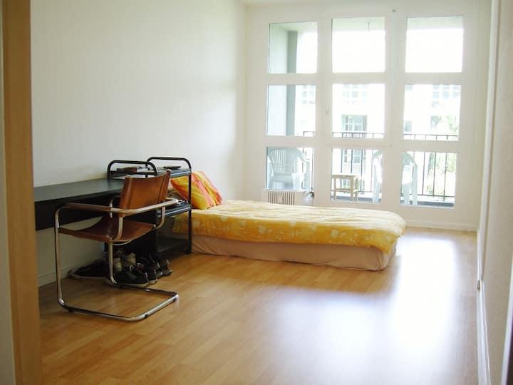 16 m2 172 sqft. privat, central, ruhig, viel Licht