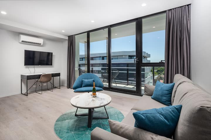 1 Bedroom 1 Bathroom Apartment - next to Chadstone Shopping Centre