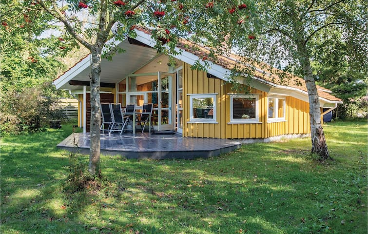 Holiday cottage with 4 bedrooms on 90 m² in Gørlev