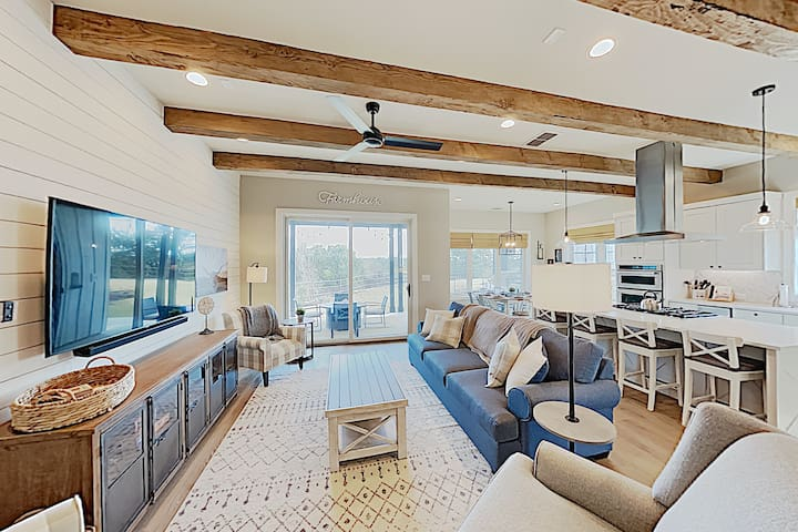 Dreamy Lake Travis Farmhouse w/ Swim Park & Marina