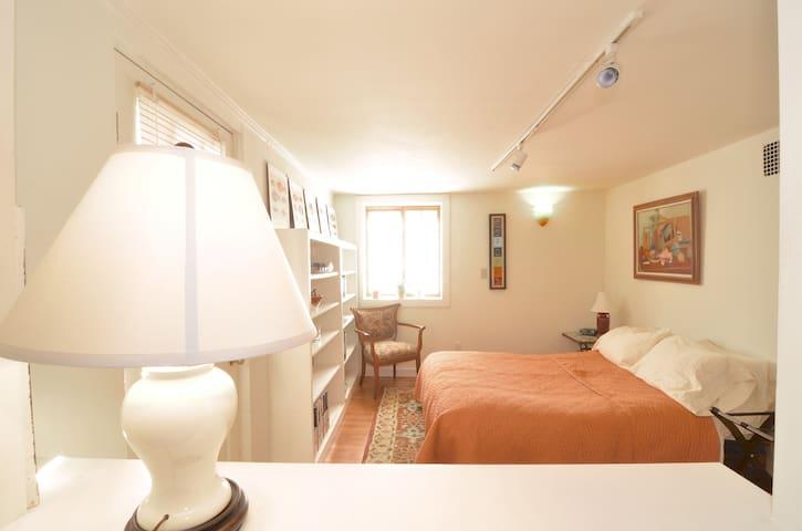 serene apartment close to UW
