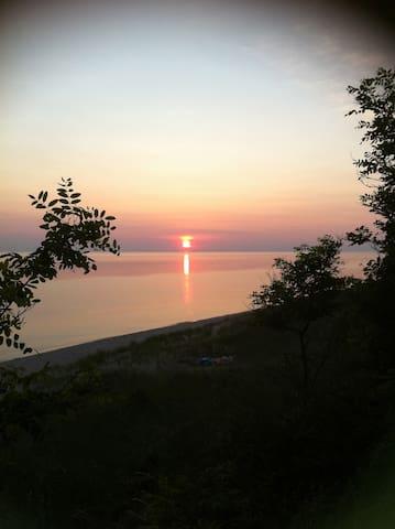 Gorgeous Lake Michigan Beach House - Shelby - Hus