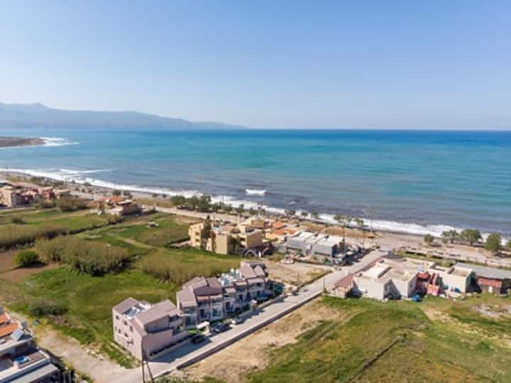 Aegean Breeze Superior Apartment next to the beach