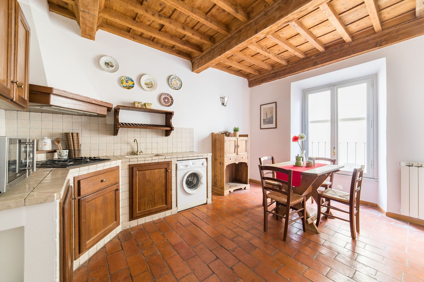 The cosy and fully furnished kitchen