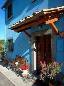BLUE HOUSE - CASA BLU / BAGNOREGIO - Castel Cellesi - Rumah
