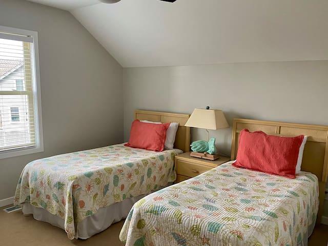 Second Bedroom, Twin Beds