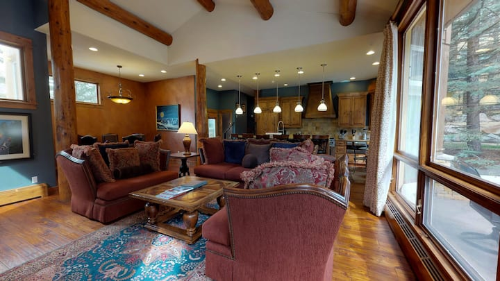 Luxurious 4BD Vail Home with Mountain Views