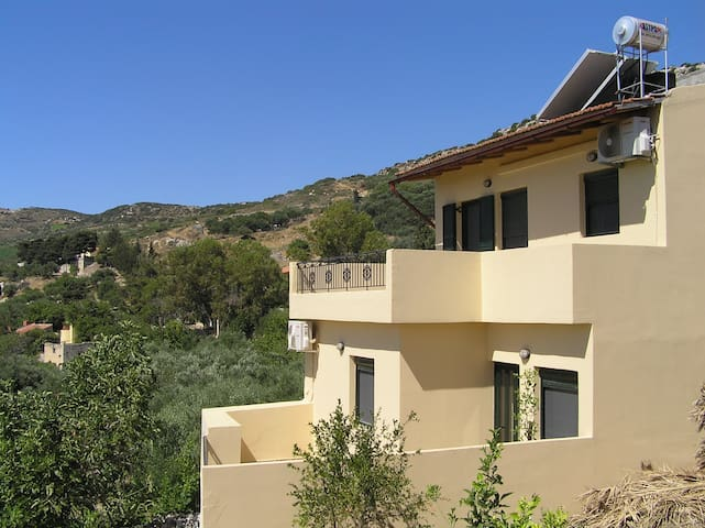 Apartment in cretan village, the best sunrise view - Katalagari - Apartament