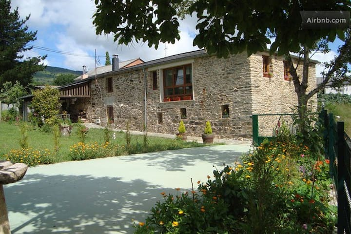 ENJOY RURAL LIFE BY THE EO RIVER - O Cádavo (Baleira) - Guest suite