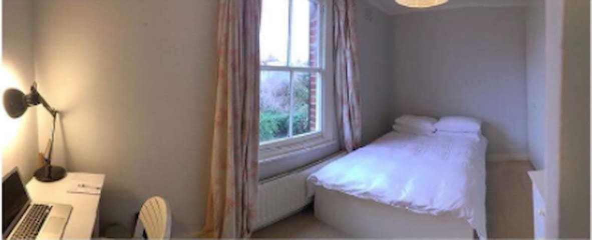 Well-Lit Double Room in Jericho