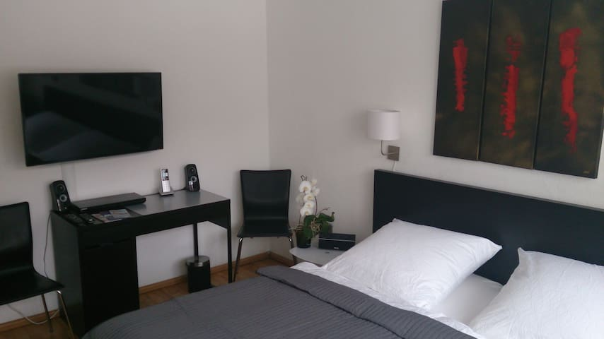 IN THE CITY CENTRE,Modern Apartment - Hamburg - Bed & Breakfast