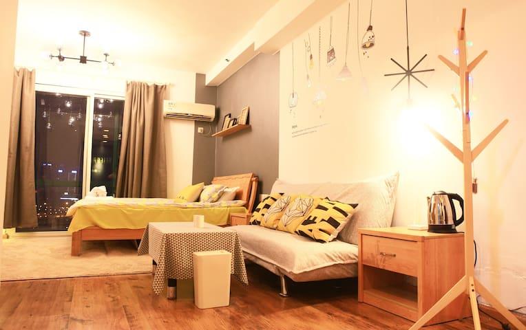 猫头鹰7号·吃货天堂解放碑轻轨旁精致北欧风江景公寓 - Chongqing