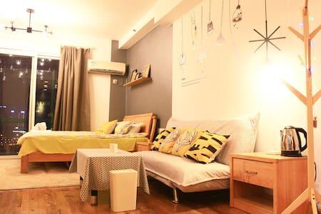 猫头鹰7号·吃货天堂解放碑轻轨旁精致北欧风江景公寓 - Chongqing - Wohnung