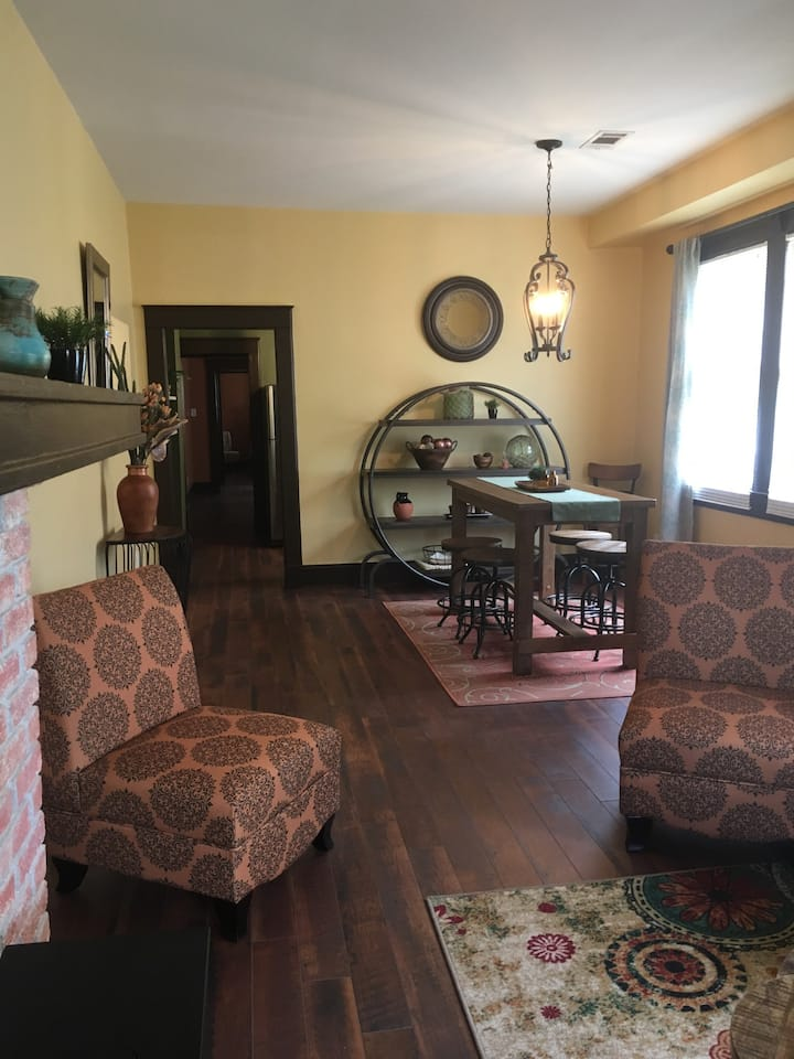 2 BR Uptown Retreat with Parking!