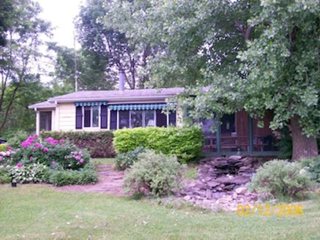 Cottage on beautiful Lake Champlain - Isle La Motte - Houten huisje
