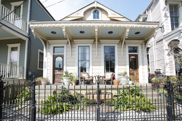 Lower Garden District Condo Condominiums For Rent In New Orleans Louisiana United States