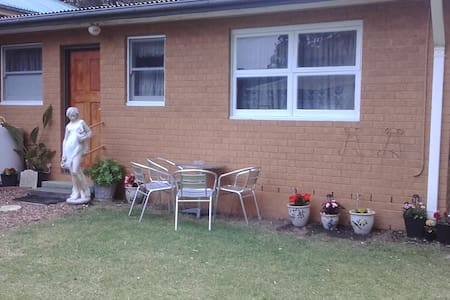 Charles & Rachel's Bed & Breakfast - South Nowra