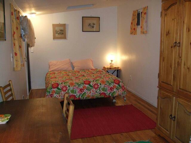 Monthly rental of guest room,limited kitchen use