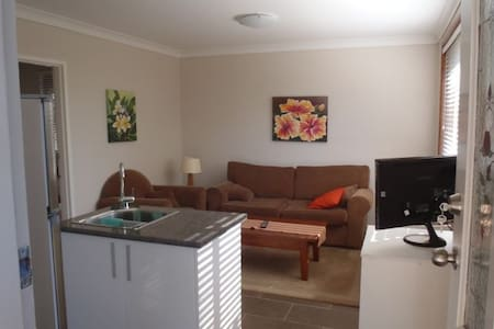 Private Apt 2 Min Walk to Beach  - Stockton - Casa