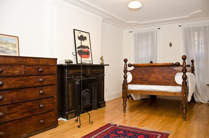 Comfortable 1 Bedroom in Greenpoint