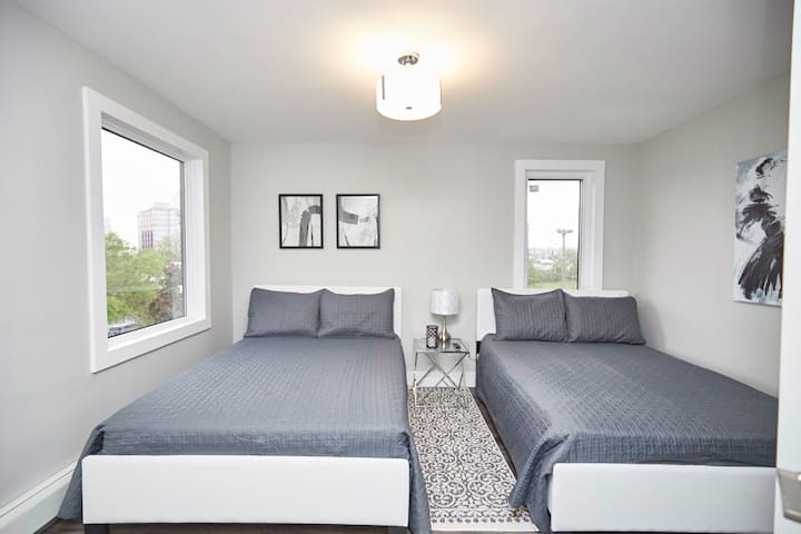 Smart Stays Self contained, Isolated Home Clifton Hill Luxury Condo - 301