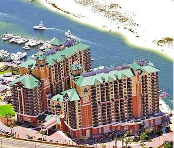 SPECTACULAR 3Bdrm/2 Bath OVERLOOKING DESTIN HARBOR - Destin - Villa