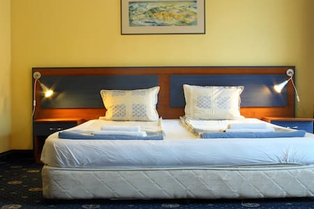 Nice room near town center - Blagoevgrad - Aamiaismajoitus