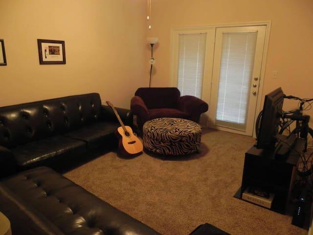 Private, Beautiful 1 Bedroom Near White Rock Lake! - Dallas - Apartamento