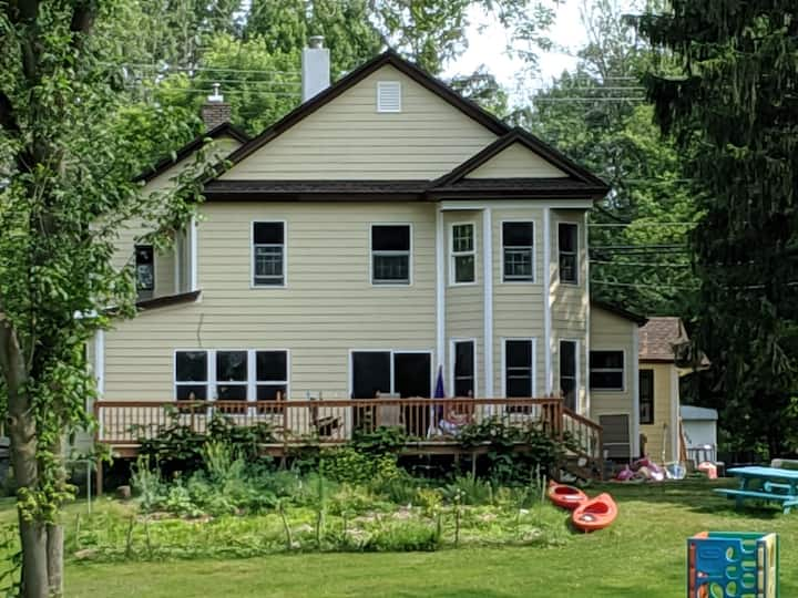 River lake house, 5 Bedroom, 2 docks