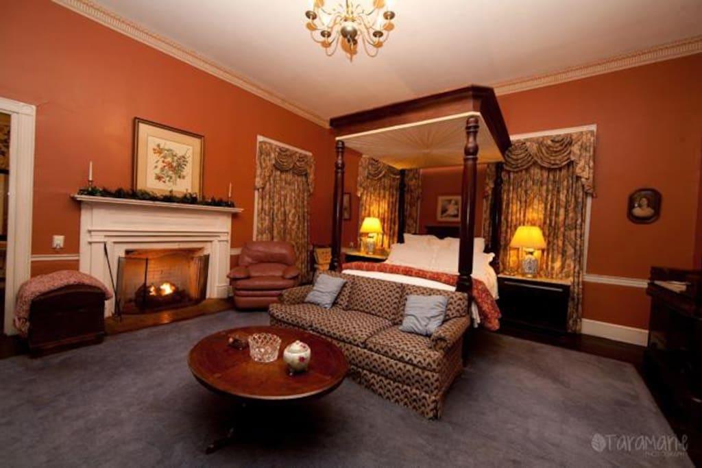 Master bedroom (Desert Suite) downstairs