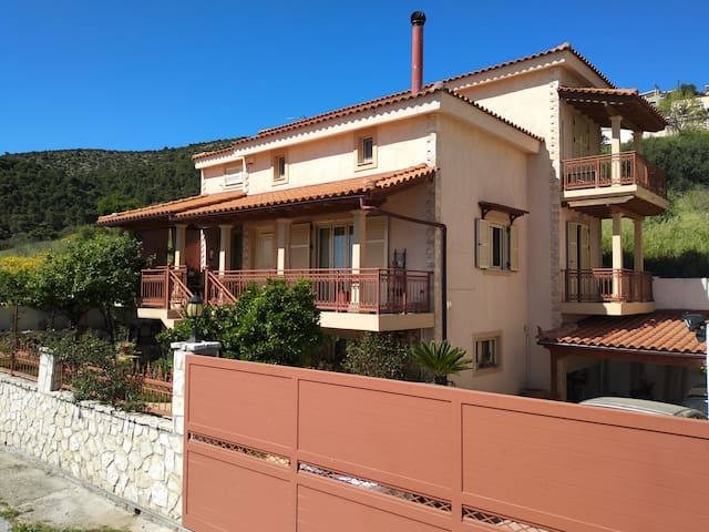 Traditional House with Garden in Perachora