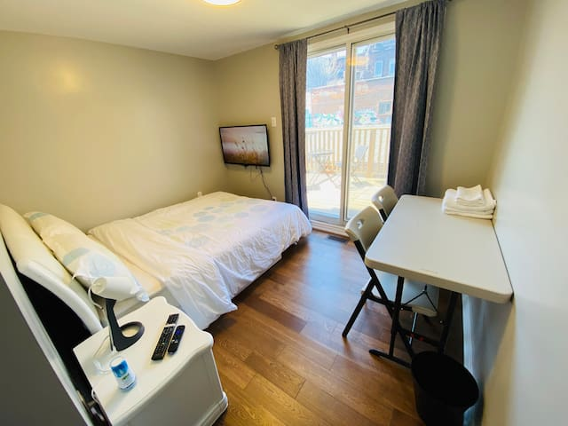 Private Bedroom, Walk Out Belcony Downtown Toronto