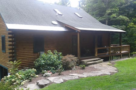 Serene Contemporary Log Home on 7.5 Wooded Acres - Macedon - Ev