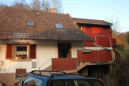 Land-Haus in Heimbach nahe Wildnis - Teningen - Casa