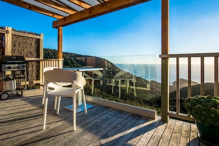 Romantic Piha's couple suite