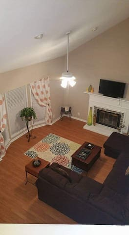 Comfy private room and bathroom in North Macon