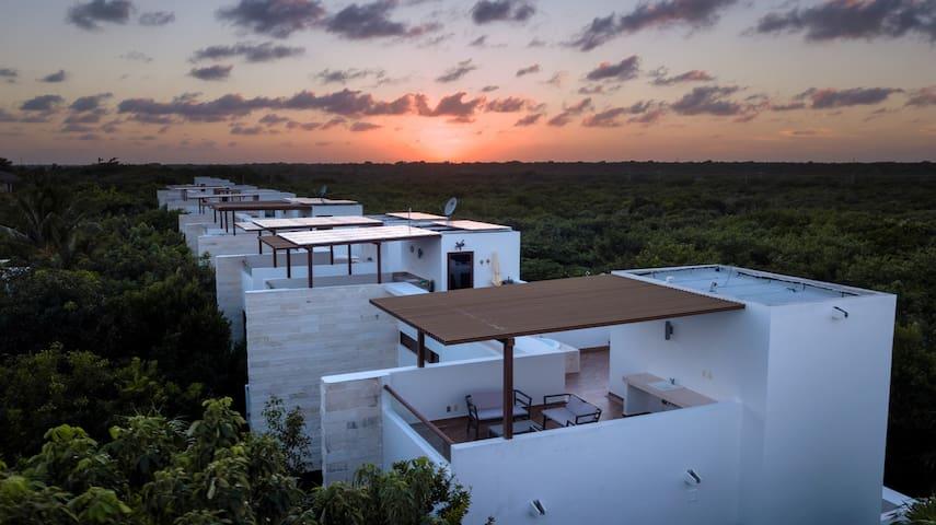 Akumal:Steps 2 the Beach home w/Terrace & Jacuzzi