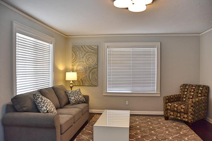 2 Bed Remodeled Home in Historic Downtown Roswell