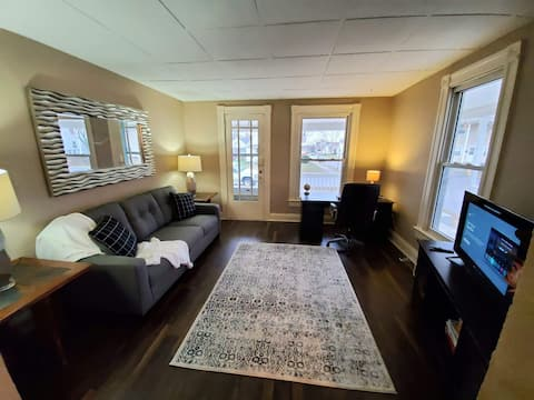 Charming 2 bed 1 bath *Extended Stay*