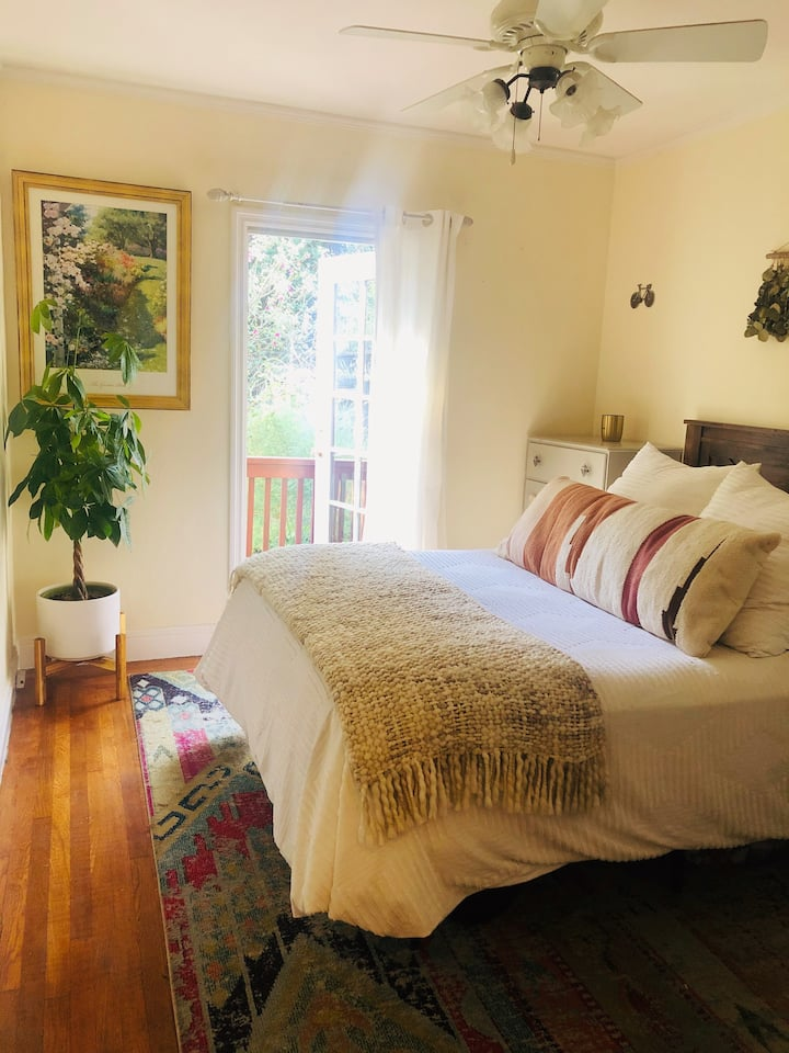 Cozy Garden Home in the Heart of Berkeley
