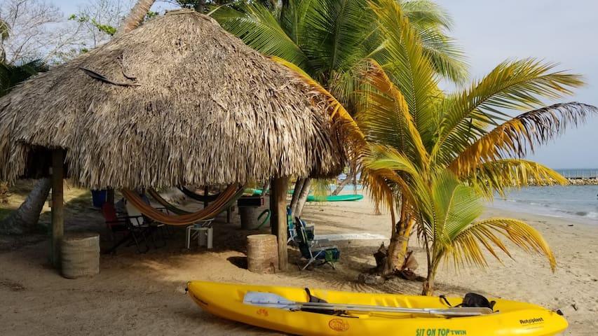 Cabaña en playa privada , frente al mar