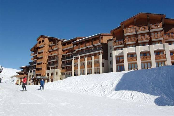 Ski in/ski out, fabulous location, rare gem!
